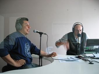 Wilson sorride ascoltando Marco Calamai suo allenatore